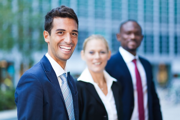 Ludzie biznesu w nowoczesnym środowisku biznesowym