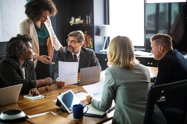 Ludzie biznesu w spotkaniu
