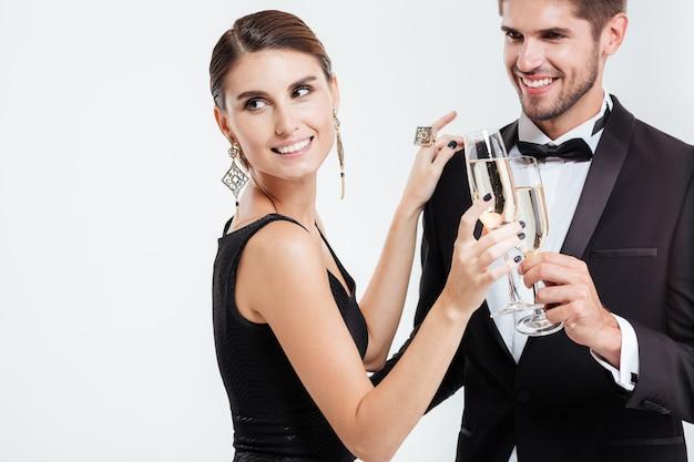 Ludzie biznesu z szampanem. odosobniony