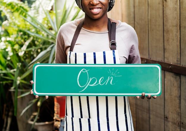 Ludzie posiadający sklep otwarty znak