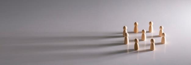 Ludzie pracy zespołowej stoją w kręgu, sukces zespołu biznesowego i zwycięskiej koncepcji