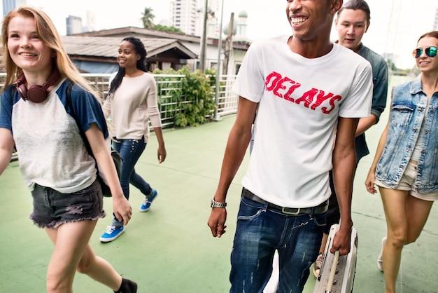 Ludzie przyjaźń razem spotkanie koncepcja kultury młodzieży