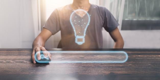 Ludzie używają symbolu myszy komputerowej, szukając nowych pomysłów ilustrację .