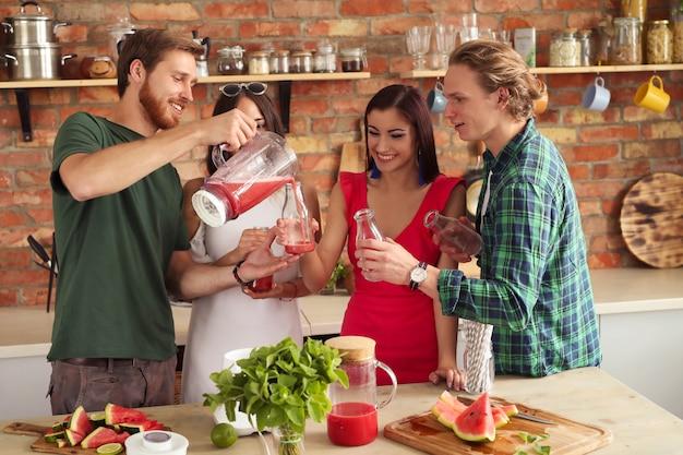 Ludzie w kuchni