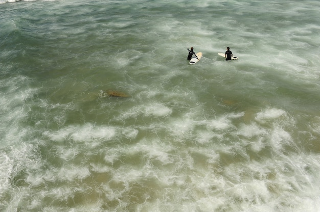 Ludzie w morzu