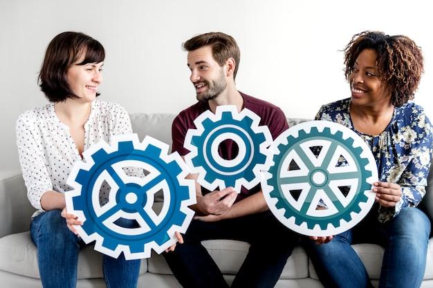 Ludzie z koncepcją pracy zespołowej