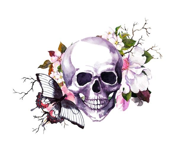 Ludzka czaszka z kwiatami i motylem.