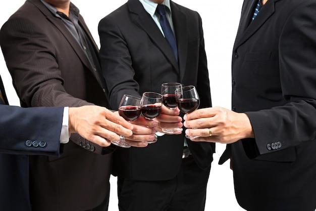 Ludzkie ręce z winem
