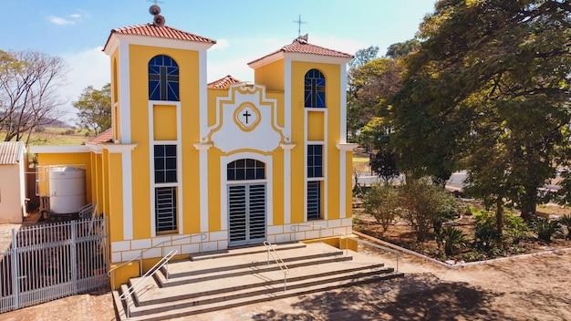 Luís antonio são paulo brazylia - 09 sierpnia 2021: kościół parafialny santa luzia w mieście luís antonio sp