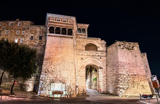 Łuk etrusków lub brama augusta w perugii we włoszech