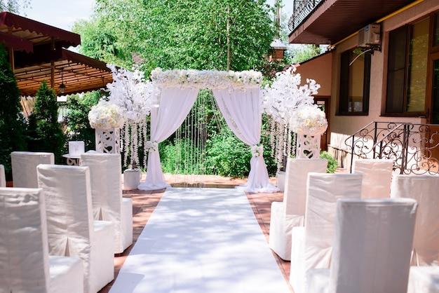 Łuk ślubny na ceremonię