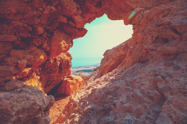Łuk w skale. rezerwat ein gedi, izrael