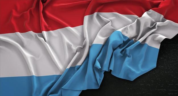 Luksemburg flag zgnieciony na ciemnym tle renderowania 3d