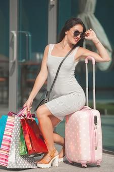 Luksusowa dama wraca z zakupów