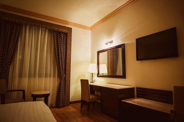 Luksusowa nowoczesna sypialnia hotelowa