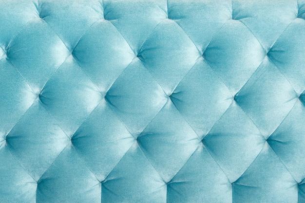 Luksusowa pikowana tapicerowana sofa welurowa, tekstura lub wystrój domu. projekt mebli, klasyczne wnętrze i królewska koncepcja materiału vintage