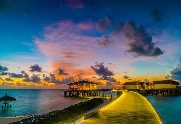 Luksusowa plaża słońca idealna zatoka