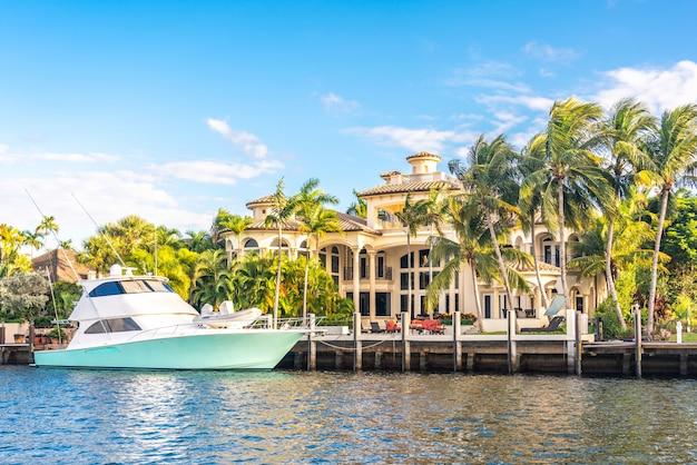 Luksusowa posiadłość na nabrzeżu w fort lauderdale na florydzie