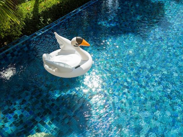 Luksusowa willa z basenem bez krawędzi