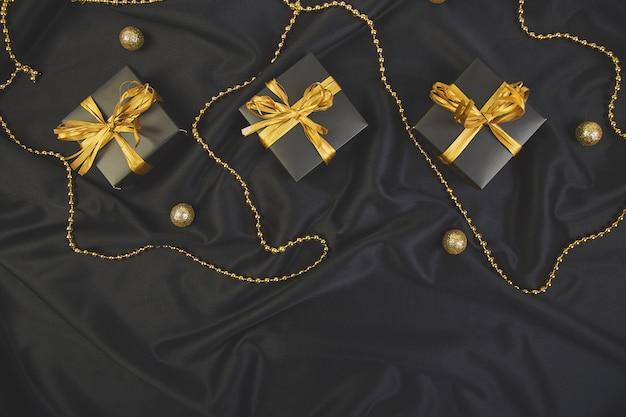 Luksusowe czarne pudełka ze złotą wstążką