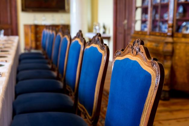 Luksusowe meble w jadalni, muzeum europy, nikt. stara europejska architektura i styl, znane miejsca podróży i turystyki