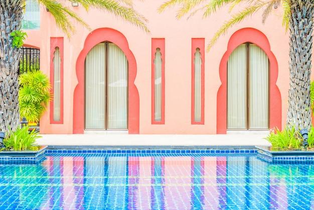 Luksusowy basen hotelowy