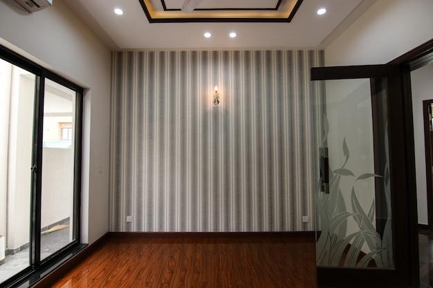 Luksusowy klasyczny wystrój wnętrza pustego pokoju
