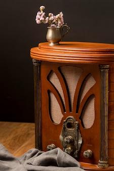 Luksusowy odbiornik radiowy w stylu retro