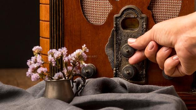 Luksusowy odbiornik radiowy w stylu vintage