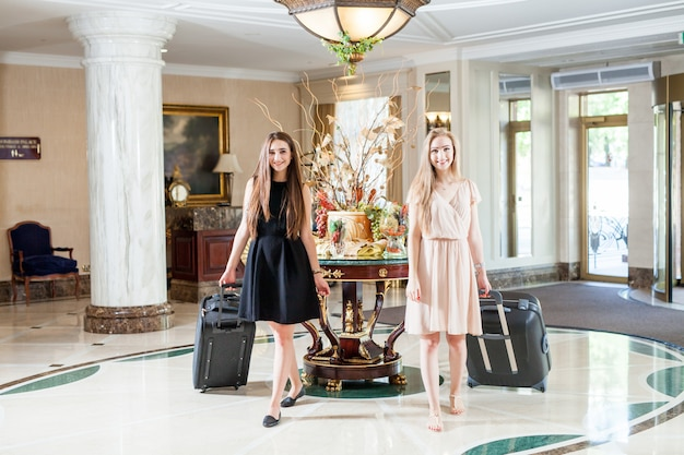 Luksusowy pięciogwiazdkowy hotel zaprasza gości na weekend.