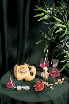 Luksusowy styl życia koncepcja na stole