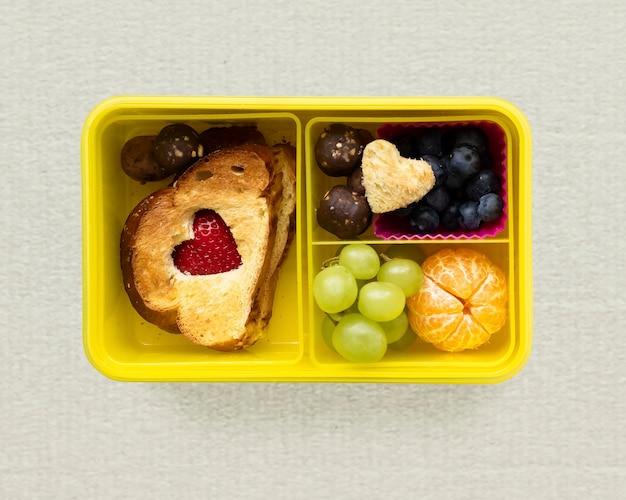 Lunchbox walentynkowy dla dzieci, sztuka żywności