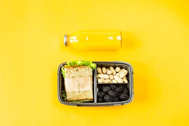 Lunchbox z jedzeniem