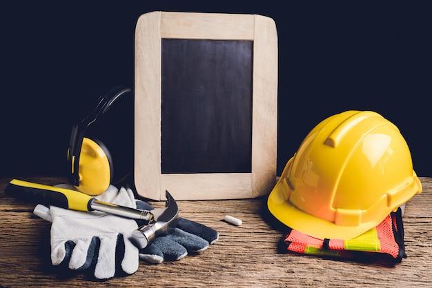 Łupek, odzież ochronna i narzędzie ręczne