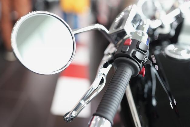 Lusterko motocyklowe z uchwytem przepustnicy na kierownicy koncepcja części motocyklowych