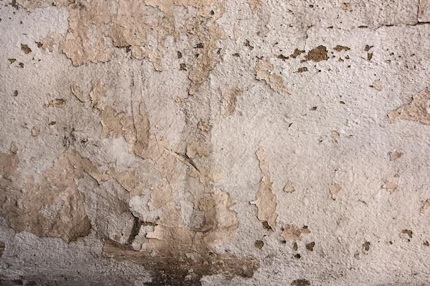 Łuszcząca farba starzejąca się biała ściana
