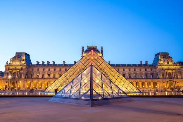 Luwr w paryżu