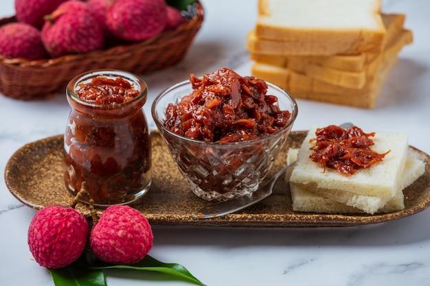 Lychee fruit jam pyszny deser na śniadanie, tajskie jedzenie.