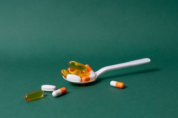 Łyżka kątowa z tabletkami