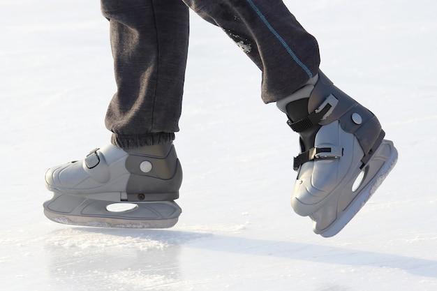 Łyżwiarstwo stóp na lodowisku