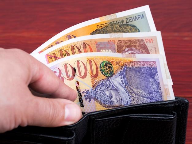 Macedoński denar w czarnym portfelu