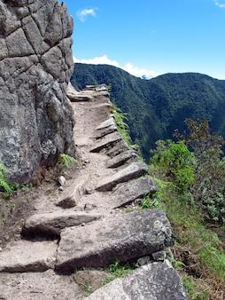 Machu picchu jest stolicą imperium inków w górach andów, peru, ameryka południowa