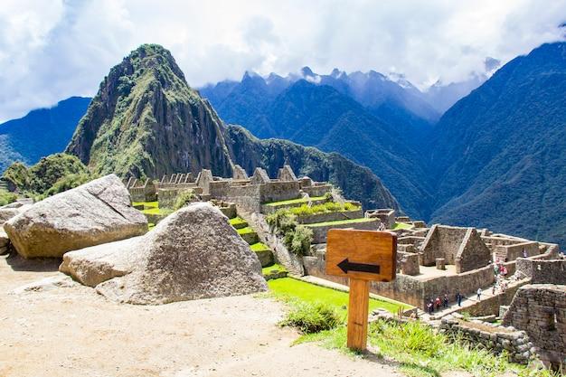 Machu picchu, wpisane na listę światowego dziedzictwa unesco w peru.