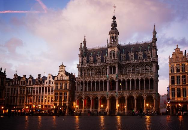 Madieval maison du roi nocą, bruksela, belgia, stonowanych