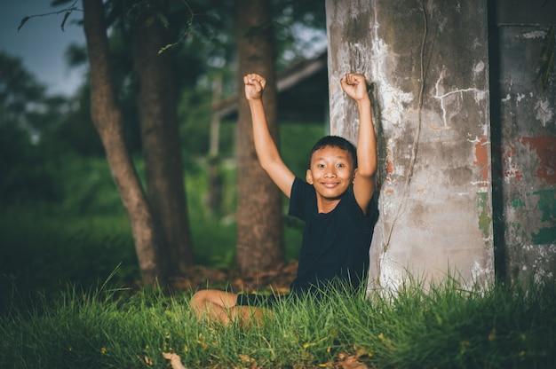 Mądre dzieci, dzieci z pomysłami i szczęściem jednocześnie, koncepcje wiedzy