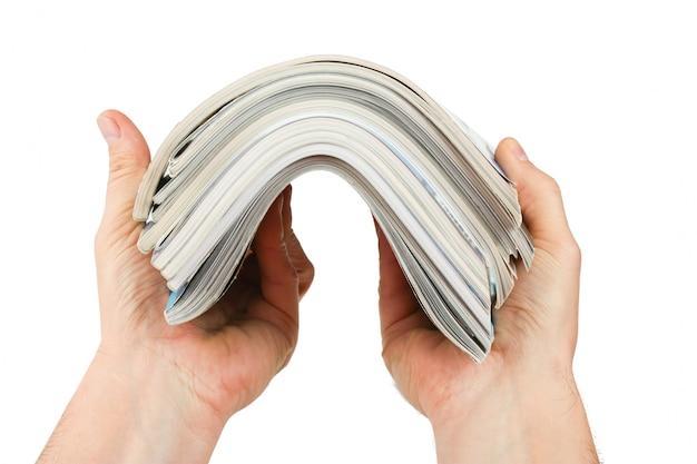 Magazyn w ręku na białym tle