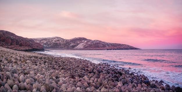 Magiczny zachód słońca krajobraz magenta