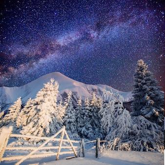 Magiczny zimowy krajobraz