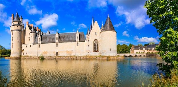 Majestatyczne średniowieczne zamki w dolinie loary - le plessis bourre. francja