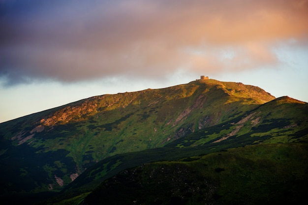 Majestatyczny krajobraz górski